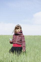 Portrait of little girl standing in a grain field - XCF000085