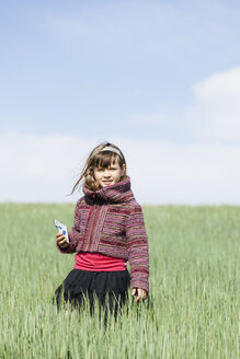 Portrait of little girl standing in a grain field - XCF000085