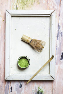 Match powder, chasen and bamboo spoon on tray - SBDF002857