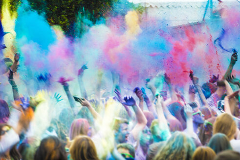Spain, crowd celebrating Holi Festival - SKC000088