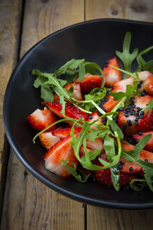 Strawberry rocket beluga lentil salad - LVF004829