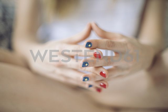 Hands of woman with different varnished nails - JPF000134