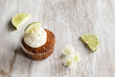 Lime cup cake with cream cheese topping - EVGF002948