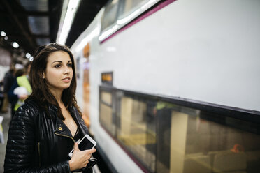 Young woman on train station - JRFF000628