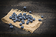 Blueberries on jute and wood - MAEF011467