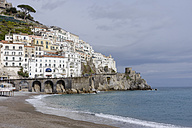 Italy, Amalfi, view to the city with beach in the foreground - HLF000964