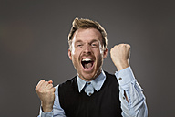 Portrait of man freaking out - MAEF011573