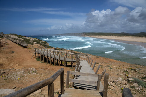 Portugal, Algarve, Bordeira, old wooden bridge at Bordeira Beach - FRF000432