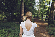 Back view of woman in nature - GIOF000960