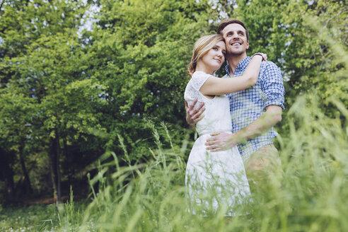 Portrait of happy couple in nature - GIOF000981
