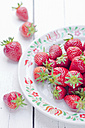 Plate with strawberries - CZF000251
