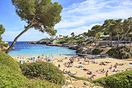 Spain, Mallorca, View to Cala Esmeralda, bay at Cala D'or - VT000519