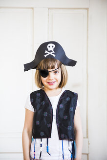 Portrait of little dressed up as a pirate - LVF004879