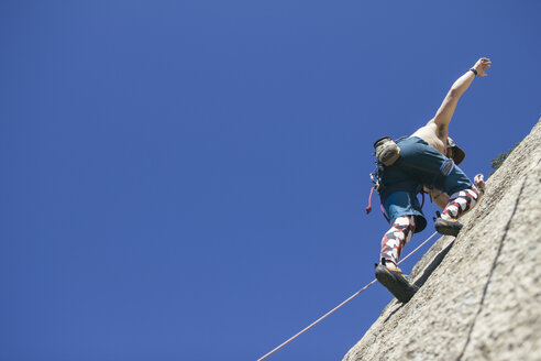Man climbing without hands - ABZF000507