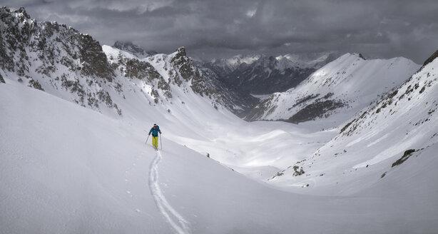 France, Hautes Alpes, Queyras Nature Park, Ceillac, Tete du Rissace, ski mountaineering - ALRF000449