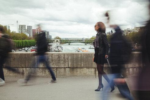 France, Paris, people walking on a bridge - ZEDF000138
