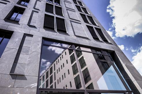 Germany, Berlin, facade of modern office building - CMF000446