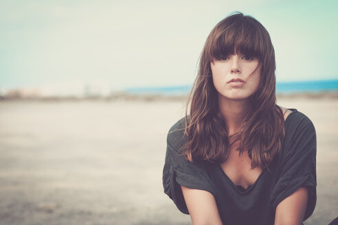 Young woman in landscape, portrait - SIPF000487