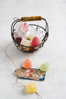 Happy Easter tag on basket with jelly eggs - MYF001484