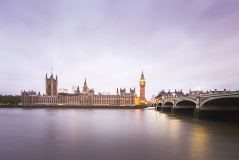 United Kingdom, England, Big Ben and Houses of Parliament and Themse bridge in the evening - EPF000094