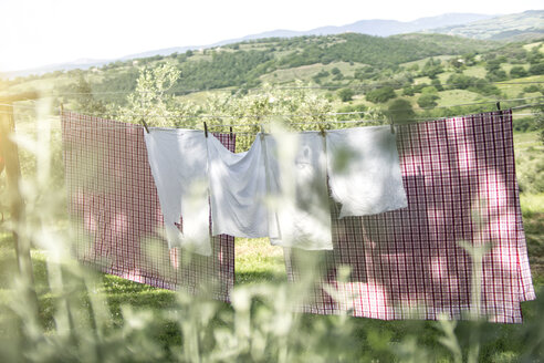 Italy, Tuscany, laundry drying on washing line - RIBF000400