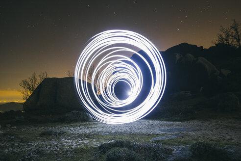Lightpainting, circles at night - ABZF000534