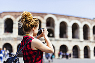 Italy, Verona, woman taking picture of Verona Arena - GIOF001053