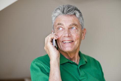 Smiling senior man on cell phone - DIGF000505
