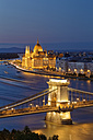 Hungary, Budapest, View to Pest with parliament building, Chain bridge and Danube river in the evening - GFF000600