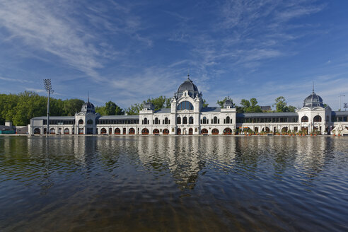 Hungary, Budapest, city park, Varosliget lake, Szechenyi thermal bath - GFF000609
