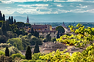 Italy, Tuscany, Florence, View from Park Giardino delle Rose and historic old town - CSTF001085