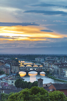 Italy, Tuscany, Florence, Historic old town with Arno river and Ponte Vecchio at sunset - CSTF001088