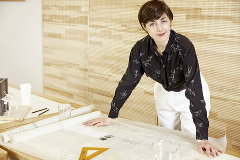 Portrait of an architect in an office - TSFF000067