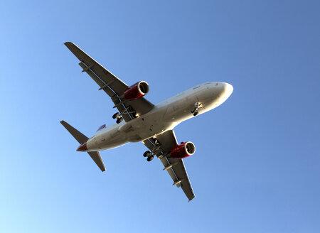 Landing jet against blue sky - JLRF000042