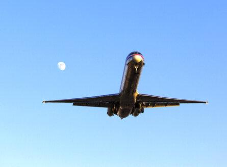 Landing jet against blue sky - JLRF000045