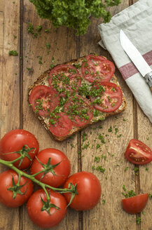 Slice of grain bread garnished with tomato and parsley - ODF001379