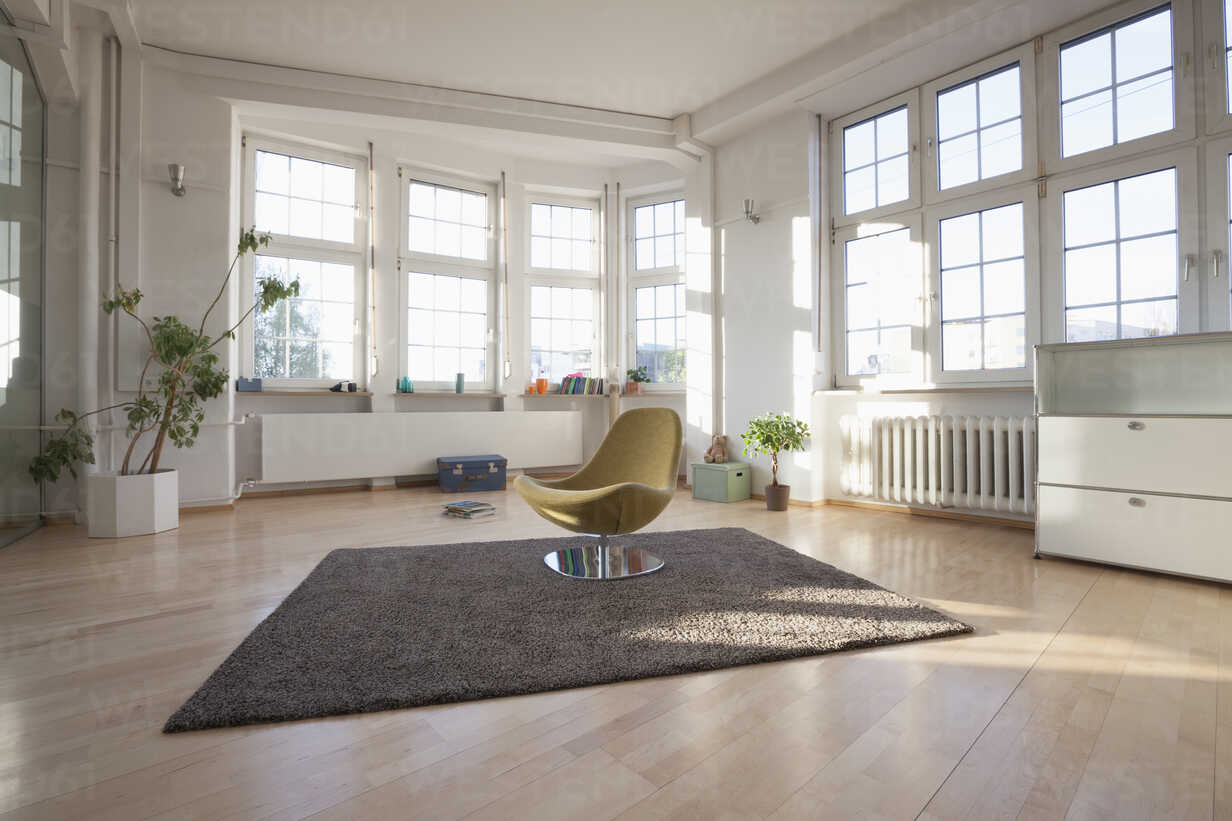 Home interior with carpet and chair - RBF004549 - Rainer Berg/Westend61