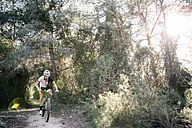Mountain biker on the move - JRFF000717