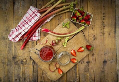 Glass of rhubarb strawberry mush - LVF004892