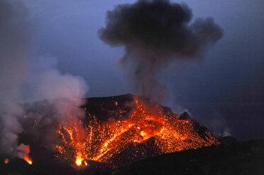 Italy, Stromboli, glowing lava and smoke of Stromboli volcano - HWOF000107