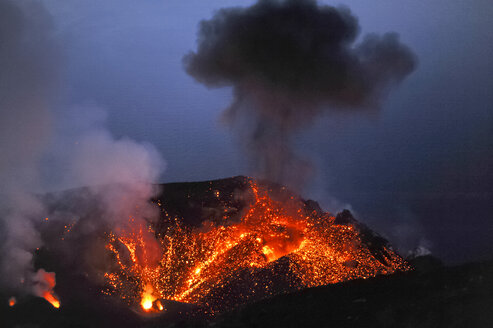 Italy, Stromboli, glowing lava and smoke of Stromboli volcano - HWOF000107