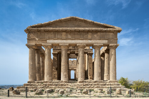 Italy, Sicily, Agrigento, view to Concordia temple - HWOF000117