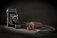 Old camera and leather bag - MAE011794