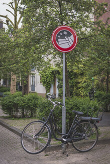 Amsterdam, prohibition sign, smoking hash prohibition - KEB000386