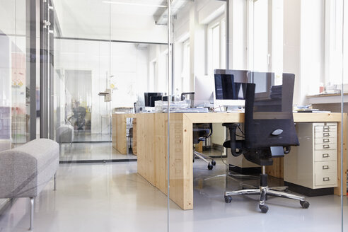 Interior of bright modern office - RHF001479