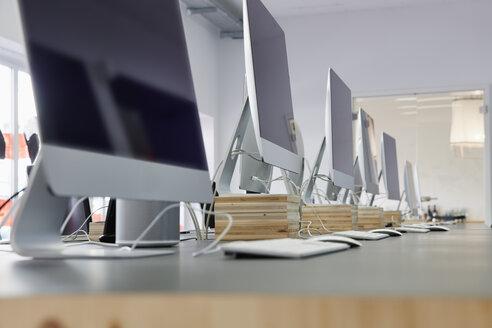 Interior of bright modern office - RHF001587