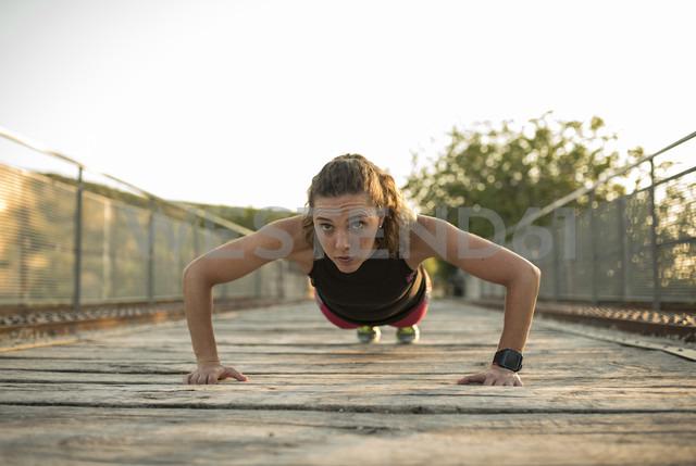 Woman doing pushups on a bridge - JASF000749 - Jaen Stock/Westend61