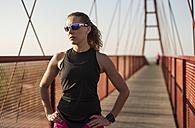 Athlete standing on a bridge - JASF000779