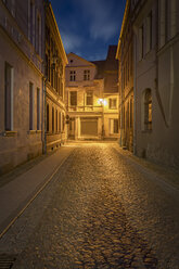 Germany, Brandenburg, Perleberg, Narrow road and small houses in the historic oldtown at night - NKF000460