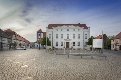 Germany, Brandenburg, Wusterhausen: Townhall and market square with art installation and small fountain - NKF000463